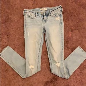 Size 0r Hollister distressed skinny jeans